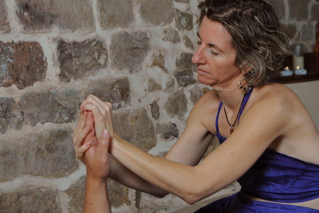 Nathalie Cardinal massage des mains