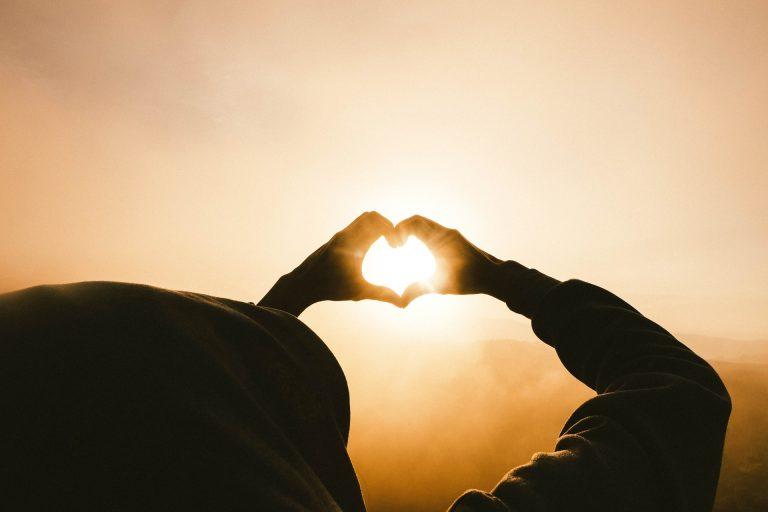 mains forme de coeur