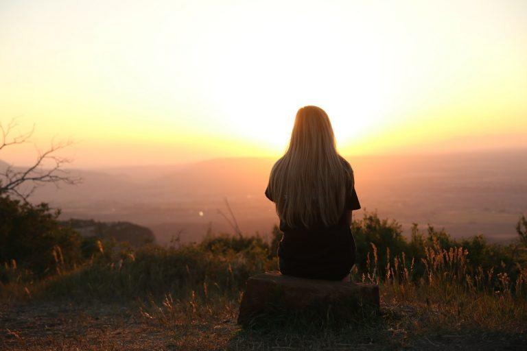 femme assise zen
