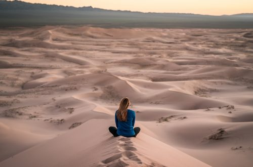 femme désert seul
